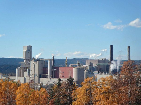West Fraser's Hinton pulp mill where it recovers lignin for use in a variety of applications that replace fossile fuel ingredients. PHOTO: WEST FRASER